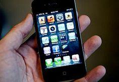 14-Apr-2013 11:00 - OVERVALLERS GEVEN OUDE IPHONE TERUG. Twee jonge overvallers uit Berkeley, in de Amerikaanse staat Californië, beroofden een vrouw van haar iPhone, maar gaven hem terug omdat het een te oud model was.