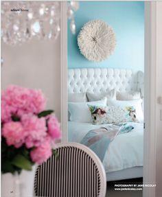 ベッドルームの壁は薄い水色がやっぱりかわいい!!