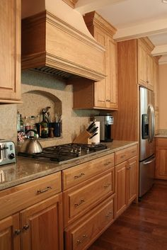 Fresh Kitchen Cabinets Wood Traditional Love these traditional kitchen cabinets Really show off Red Kitchen Walls, Cherry Wood Kitchen Cabinets, Cherry Wood Kitchens, Traditional Kitchen Cabinets, Honey Oak Cabinets, Kitchen Cabinet Design, Kitchen Redo, Wood Cabinets, Kitchen Remodel