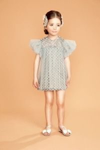 Organza and lace dress for little ladies #fashion #dress #collection #gold #fall #grey #pearl #bows #bibiona Dresses Kids Girl, Girls Party Dress, Baby Dress, Stylish Little Girls, Stylish Baby, Baby Girl Fashion, Kids Fashion, Ladies Fashion, Girly Outfits