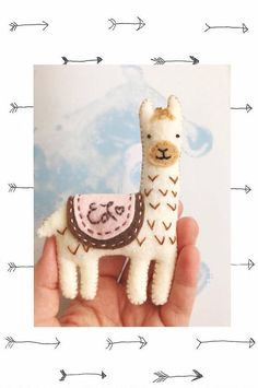Craft felt projects thoughts ideas for 2019 Diy Crafts For Gifts, Fun Crafts, Alpacas, Felt Christmas Ornaments, Christmas Crafts, Sewing Crafts, Sewing Projects, Felt Projects, Christmas Fair Ideas