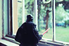 El lado oscuro de la fuerza a través de la ventana. by Carlos Sanchez on 500px