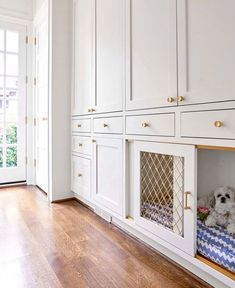 28 trendy Ideas built in dog crate ideas stairs diy Wooden crates bookshelf 28 trendy Ideas built in dog crate ideas stairs Küchen Design, House Design, Detail Design, Design Ideas, Interior Design, Dog Crate Furniture, Dog Spaces, Mudroom Laundry Room, Dog Rooms