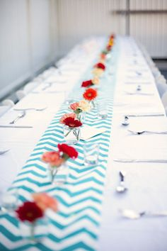 table setting. chevron patterned runner.
