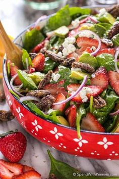 Strawberry Spinach Salad is a summertime favorite. Fresh ripe berries, buttery avocado and spinach tossed in an easy homemade dressing. Strawberry Pretzel Salad, Spinach Strawberry Salad, Spinach Salad, Warm Bacon Dressing, Balsamic Dressing, Vegetarian Recipes, Healthy Recipes, Salad Ingredients, Summer Salads