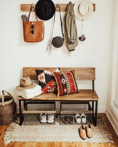 44 The Best Rustic Living Room Decor Ideas On A Budget That Is Dazzling – Best Home Decorating Ideas Furniture, Interior, Decorating On A Budget, Living Room Decor, Home Decor, Apartment Decor, Rustic Living Room, Simple Furniture, Apartment Decorating On A Budget
