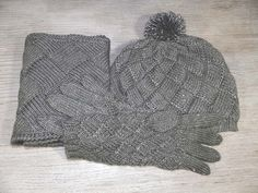 Silver grey entrelac set of beanie, cowl and gloves by UrbanStyleKnit #knitted #entrelac #silver #beanie #gloves #cowl