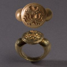 A Heavy Solid Round Gold Ring, Central Java 8 – 10th Century