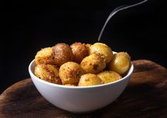 How to cook Crisp 'n Creamy Instant Pot Roasted Potatoes in 30 mins! You'll love these delicious fluffy smooth pressure cooker baby potatoes side or snack. Pressure Cooker Roast, Pressure Cooker Potatoes, Instant Pot Pressure Cooker, Pressure Cooker Recipes, Pressure Cooking, Pressure Pot, Slow Cooker, Roasted Potato Recipes, Pot Roast Recipes