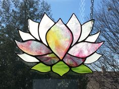 Inspired Lotus made by Caroline Ham Stained Glass Paint, Stained Glass Suncatchers, Stained Glass Flowers, Stained Glass Designs, Stained Glass Projects, Fused Glass Art, Stained Glass Patterns, Mosaic Art, Mosaic Glass