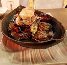 Almejas al wok con albahaca tailandesa en @smokeandrollvalencia