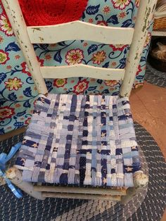 A Mcinnis Artworks: How To Weave A Fabric Chair Seat   Good Tutorial