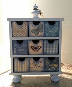 You can create storage containers to fit into a specific space and decorate these with paint, wrapping paper or decoupage. Decoupage Furniture, Decoupage Box, Decoupage Vintage, Refurbished Furniture, Paint Furniture, Upcycled Furniture, Furniture Makeover, Recycle Cardboard Box, Cardboard Boxes
