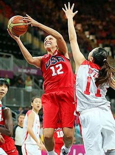 U.S. women rout China in Olympic basketball, 114-66.
