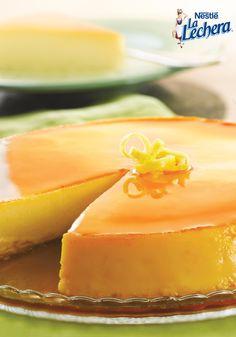 Celebra el Día Nacional del Flan este 21 de agosto con Flan de Coco y Limón. Hecho con leche condensada azucarada La Lechera, ralladura de limón, y suave crema de coco, este flan es un postre irresistible.