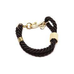 Pulseira de corda trançada preta com metais e fios dourados