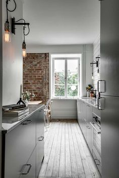 minimal kitchen I like this minimal grey kitchen with white tiles going until the ceiling. The three black light bulbs and the exposed brick wall give this space a little bit of an ind Industrial Kitchen Design, Kitchen Interior, Küchen Design, House Design, Interior Design, Sweet Home, Minimal Kitchen, Cuisines Design, Kitchen Flooring