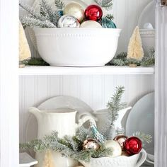Give your kitchen a festive makeover with these kitchen Christmas decorations. From rustic to farmhouse Christmas kitchens, there are plenty of ideas. Classy Christmas, Cozy Christmas, Christmas Crafts, Christmas Ideas, Christmas Garlands, Christmas Things, Christmas 2019, White Christmas, Christmas Ornament