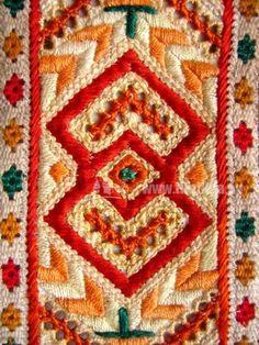 Folk embroidery. - Čičmany, Slovakia. Folk Embroidery, Learn Embroidery, Embroidery Stitches, Embroidery Patterns, Quilt Patterns, Machine Embroidery, Thread Art, Antique Quilts, Bobbin Lace