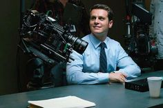 Behind the scene shot of Mindhunter as Holden Ford,  played by Jonathan Groff.