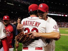 <3 this pic of Matheny and Wainwright hugging after Wainos complete game 7-1 win against the Giants.  6-01-13