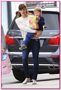 Exclusive... Jennifer Garner Takes Samuel To A Birthday Party