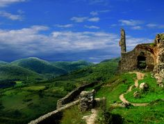 Cetatea Deva, talk about a view! Beautiful Forest, Beautiful World, Beautiful Places, Site History, Republic Of Macedonia, Visit Romania, Eastern Europe, Places To Travel, Around The Worlds