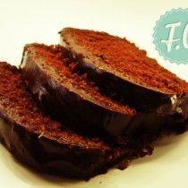 Το κέικ σοκολάτας που δεν παίζεται! Αφράτο σοκολατένιο κέικ σοκολάτας, αγαπημένη μαρμελάδα φράουλα και λαχταριστή σοκολατένια επικάλυψη. Κέικ Σοκολάτας με Επικάλυψη Σοκολάτας