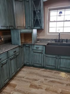 Country kitchen decorating ideas - country designs, comfort and easy living Rustic Kitchen Cabinets, Refacing Kitchen Cabinets, Kitchen Redo, New Kitchen, Kitchen Remodel, Cabinet Refacing, Turquoise Kitchen Cabinets, Kitchen Ideas, Kitchen Soffit