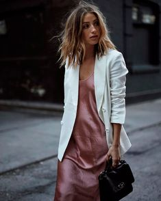 Pink slip dress with white blazer street style Slip Dress Street Style, Look Street Style, Street Styles, Style Work, Mode Style, Slip Dress Outfit, Dress Outfits, Dress With Blazer, Casual Blazer