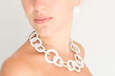 Porseleinen sieraden - De sieraden van Loes Theunissen! Porcelain Jewelry, Chain, Om, Handmade, Fashion, Jewels, Moda, Hand Made, Fashion Styles