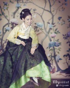 Korean Culture Fashion- Appreciate the Hanbok Korean Traditional Dress, Traditional Fashion, Traditional Dresses, Korean Dress, Korean Outfits, Burma, Modern Hanbok, Korean Design, Vietnam