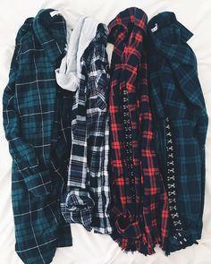 Cute over sized flannels Neo Grunge, Grunge Style, Emo Fashion, Fashion Wear, Hijab Fashion, Fashion Outfits, Flannel Outfits, Flannel Shirt, Cute Outfits