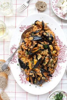 My Little Expat Kitchen: Midopilafo - Greek mussel pilaf with tomatoes