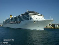 Το Costa Mediterranea καταπλέει στον Πειραιά. 30/09/2012.