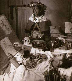 frida-kahlo-painting-in-bed2