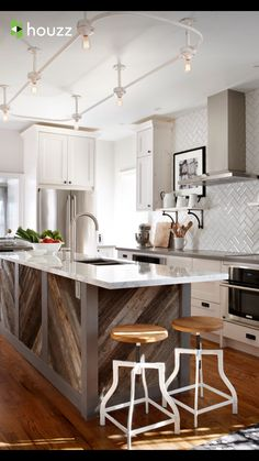 Surprising Kitchen layout design images tricks,Kitchen remodel johannesburg tricks and Small kitchen cabinets gallery ideas. Reclaimed Wood Kitchen, Wooden Kitchen, Rustic Kitchen, New Kitchen, Kitchen Ideas, Vintage Kitchen, Compact Kitchen, Kitchen Colors, Kitchen Designs