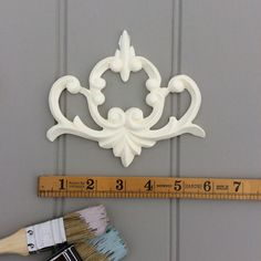 ONE LARGE FLEUR DE LYS DECORATIVE FURNITURE MOLDINGS WHITE RESIN