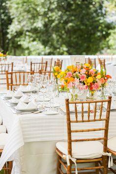 Montajes de mesa capaces de irradiar energía y vitalidad. #maríalimón #floraldesign #florals #eventstyling #weddingstyling #trends #weddingdecor #summer #weddingstyle #vibrantcolors #inspiration #unique #yellow #orange #pink