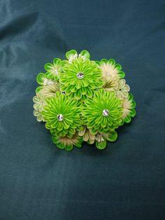 イメージ 1 Kanzashi Flowers, Ribbon Art, Japan Fashion, Fashion Fabric, Flower Crafts, Fabric Flowers, Quilling, Diy And Crafts, Hair Accessories