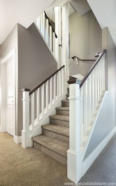 Excellent Photo Carpet Stairs railing Popular One of many fastest ways to revamp your tired old staircase would be to cover it with carpet. Interior Stair Railing, Staircase Railings, Banisters, Staircase Design, Staircases, Staircase Ideas, Stair Design, Railing Ideas, Wood Balusters