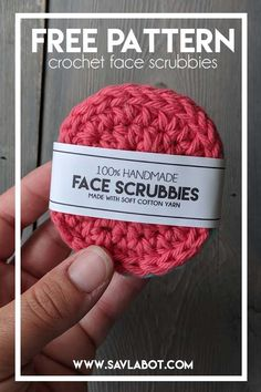 Free Crochet Face Srubbies Pattern - Free Crochet Face Srubbies Pattern Reusable Cotton Face Scrubbies Pattern facial rounds or face wipes…this pattern works no matter what you call them 🙂 Crochet Faces, Crochet Round, Crochet Home, Knit Or Crochet, Crochet Stitches, Crochet Cotton Yarn, Things To Crochet, Cotton Crochet Patterns, Crochet Birds