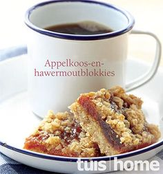 appelkoos of dadel en hawermout blokkies Yummy Snacks, Yummy Treats, Yummy Food, Low Carb Recipes, Baking Recipes, Dessert Recipes, Dessert Bars, Cookie Desserts, Baking Ideas