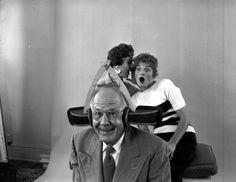 Erfinder hört mit:  Russell E. Oakes, spezialisiert auf skurrile Erfindungen,...