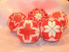 Dekorácie - vianočné ozdoby 57 - 6cm + dóza - 4528082_