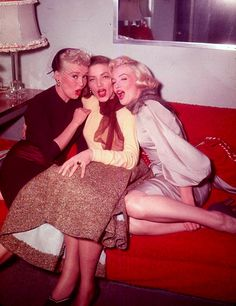 ".Betty Grable, Lauren Bacall & Marilyn Monroe, ""How To Marry a Millionaire"""