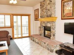 Village at Breckenridge Unit 3402 Breckenridge (Colorado) Located in Breckenridge, this apartment features an outdoor pool. Guests benefit from balcony. Free WiFi is featured throughout the property.  There is a seating area and a kitchen. A flat-screen TV is offered. There is a private bathroom with a...