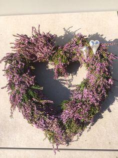 Homemade Heather heart Hjemme laget Lynghjerte Floral Wreath, Wreaths, Homemade, Heart, Home Decor, Flower Crown, Decoration Home, Door Wreaths, Home Made