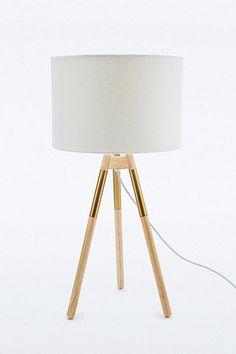 Lampe à prise européenne avec détail en cuivre sur les pieds €100