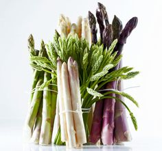 White, green, purple: they're all there, except the wild asparagus. They are playing hard to get for another while.